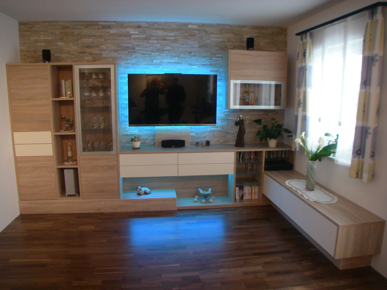 Modernes Wohnzimmer In Dekor Eiche Sgerauh Kombiniert Mit Fronten Senosan Hochglanz Hintergrundbeleuchtung LED Lichtern Welche Ferngesteuert